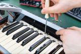 Czyszczenie klawiatury w instrumencie klawiszowym, konserwacja.