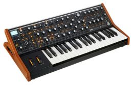 MOOG SUBsequent 37 - syntezator analogowy