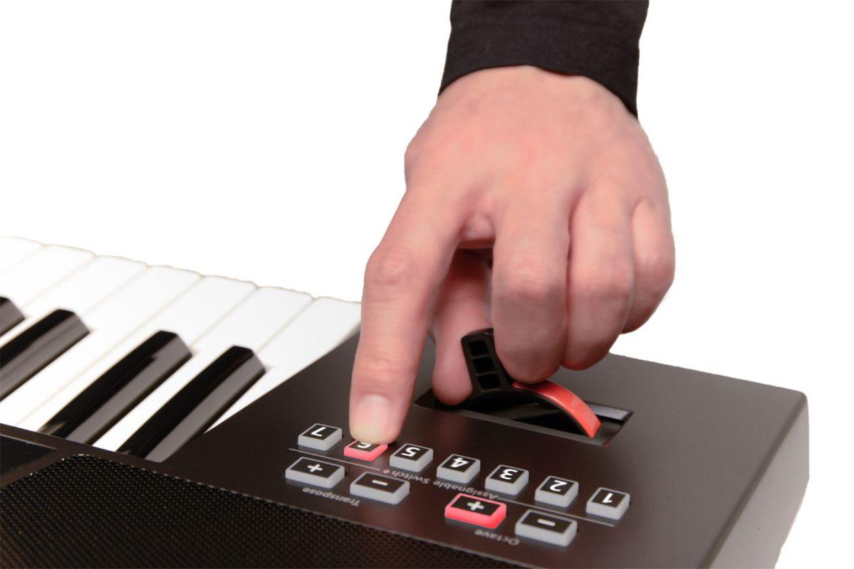 Roland E - A7, pianino